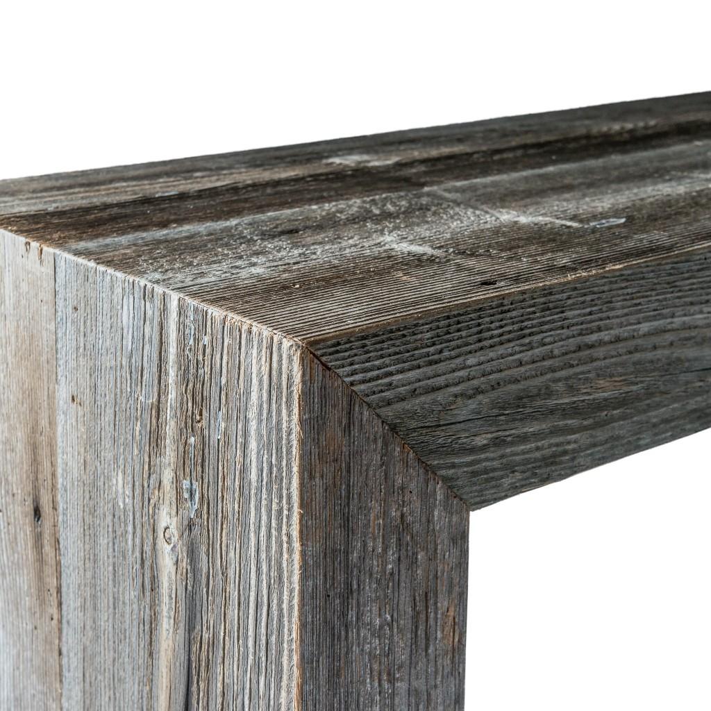 <p>Forma rettangolare e allungata, colore grigio, pieno e brillante per questo pezzo di design adatto agli arredamenti più all'avanguardia. La parola Brees, in dialetto ampezzano, significa asse di legno. Ogni asse viene selezionata tra arredamenti esclusivi e fienili; ne derivano pezzi di legno pregiatissimo che racchiudono l'essenza dell'Abete e del Larice.</p>