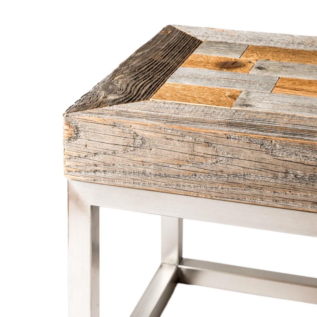 <p>Questo tavolino è caratterizzato dall'accostamento di due materiali dalla forma e dalla sostanza completamente diverse: un massiccio piano in legno articolato in rettangoli arlecchino, una base metallica dalla struttura essenziale e moderna. Il design si ispira al famoso monte ampezzano dalla forma a conchiglia: il Cristallo. La parola Pestuze in dialetto ampezzano significa pezzetti. Abbiamo […]</p>