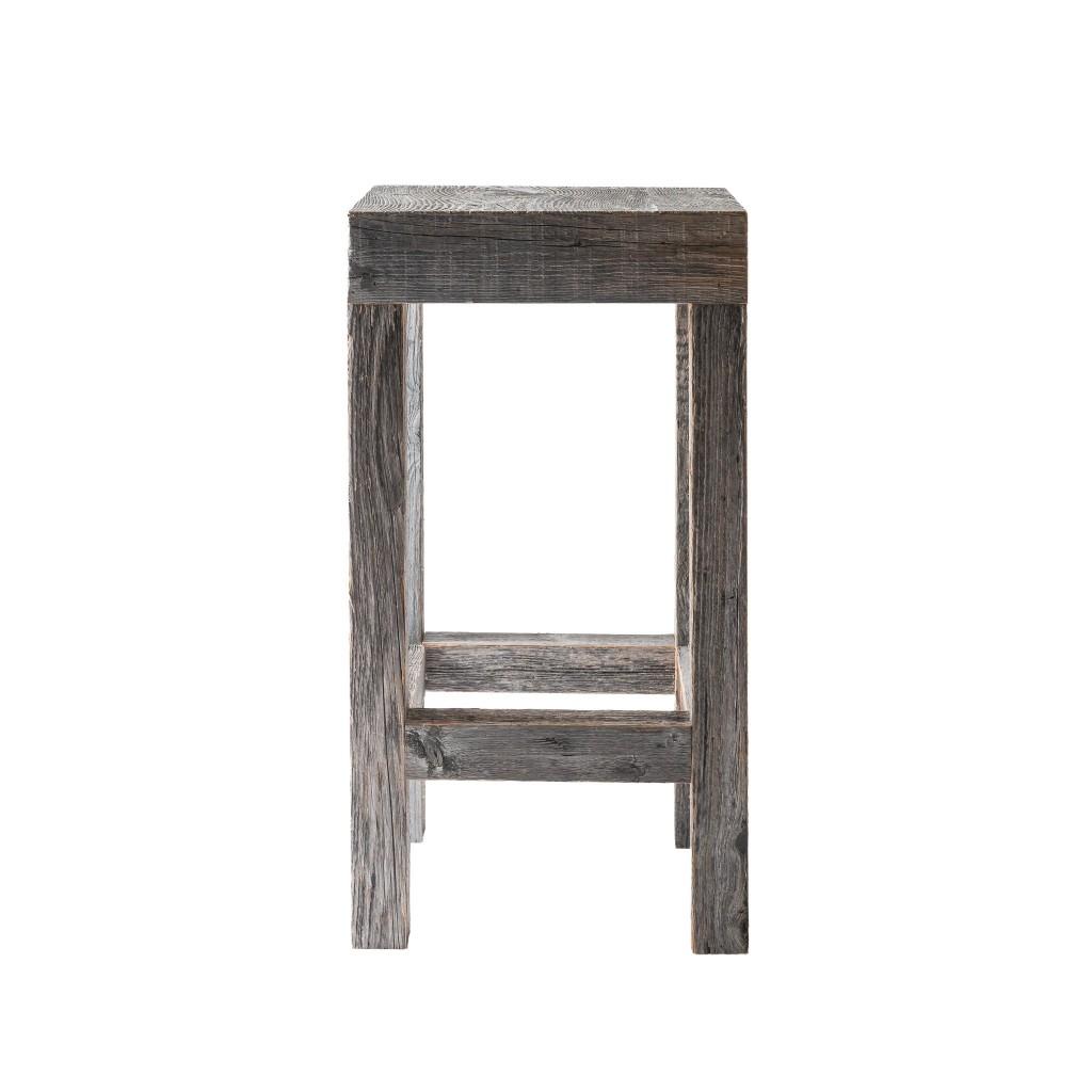 <p>Design pulito e forme regolari, a distinguerlo da prodotti simili è il colore: grigio argento. Questa particolare sfumatura è frutto dell'esposizione del materiale originale ad agenti esterni. La parola Brees, in dialetto ampezzano, significa asse di legno. Ogni asse viene selezionata tra arredamenti esclusivi e fienili; ne derivano pezzi di legno preggiatissimo che racchiudono l'essenza […]</p>