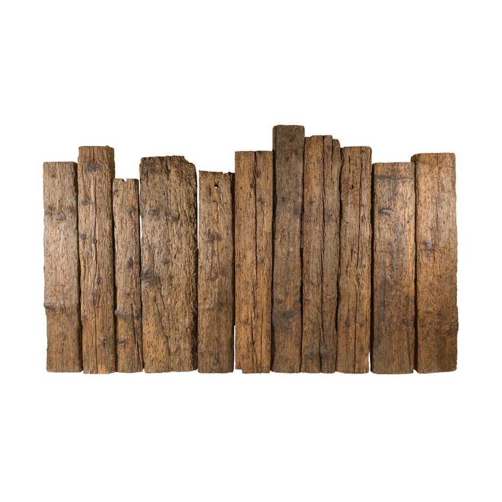 <p>Il design di questa testiera conserva un forte richiamo alla natura. Formata da travi in legno pregiato, mantenute nelle forma originale, il cui profilo richiama il sali e scendi delle guglie Dolomitiche. Il legno cerato permette l'uso in totale sicurezza del prodotto, rendendolo antiassorbente ed inibendo il movimento di schegge. La parola Trae, in dialetto […]</p>