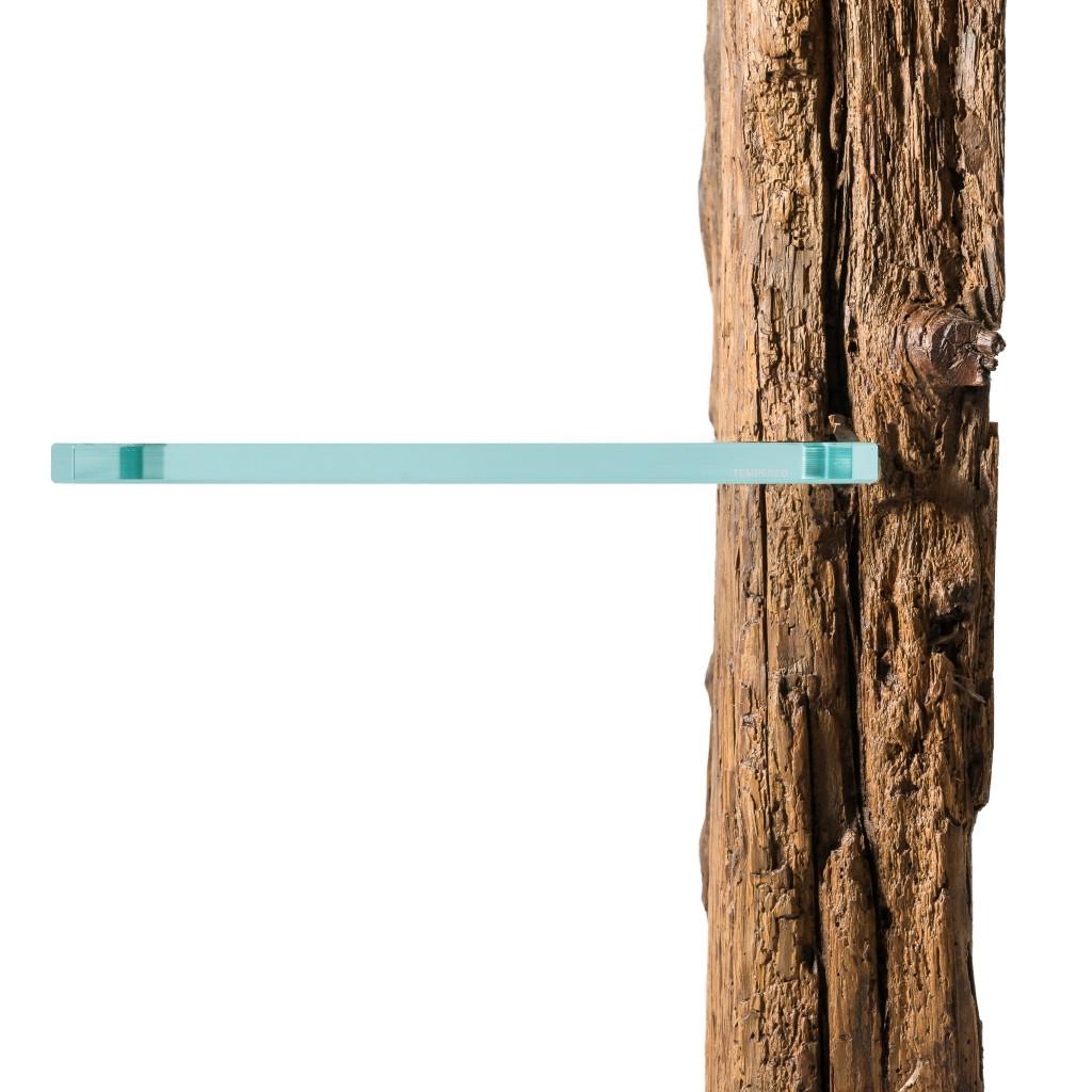 <p>Il Comodino Cròdes è un prodotto dal design unico, che conserva la forma e la consistenza originale delle travi dalle quali è ricavato il legno. Il piano in vetro si fonde perfettamente con il materiale estratto dalla natura, lasciandone intatte le forme e l'impatto estetico. Il legno cerato permette l'uso in totale sicurezza del prodotto, […]</p>