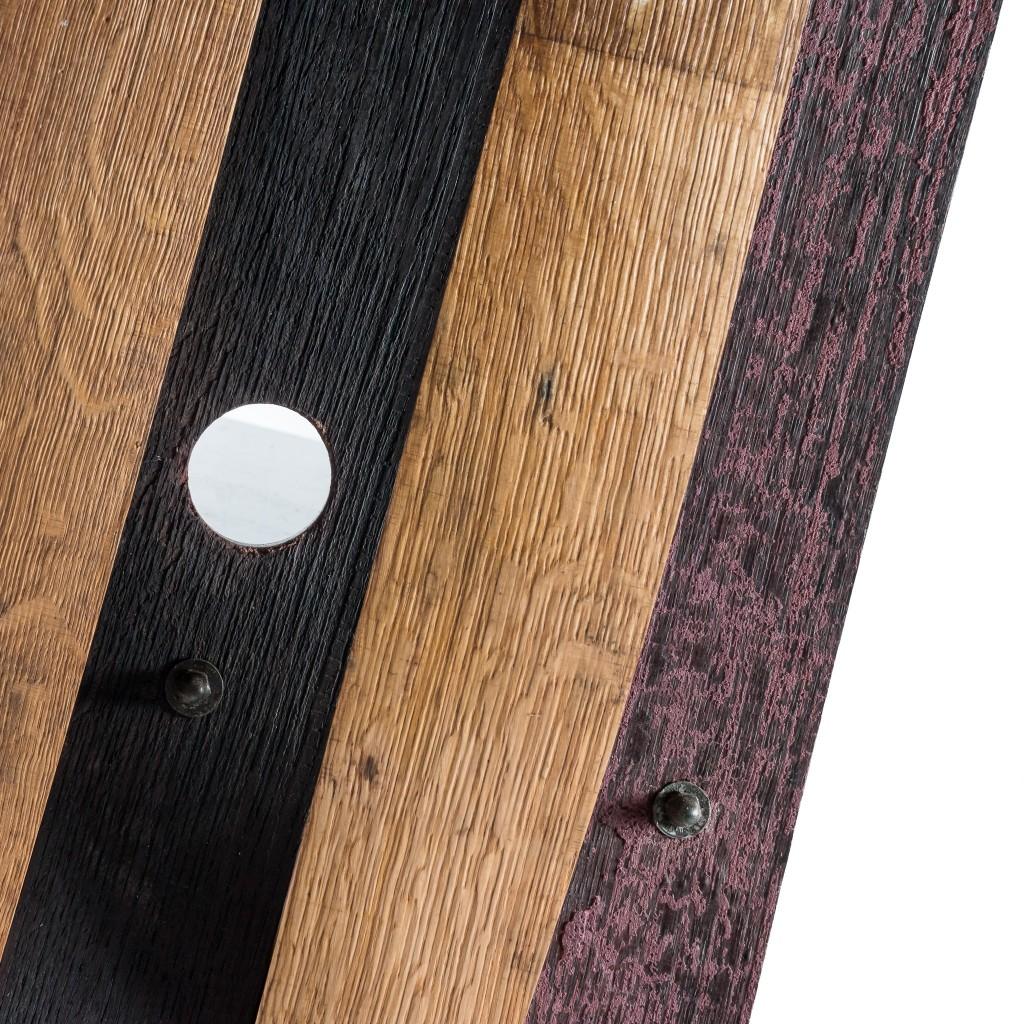 <p>Seduta squadrata in ferro, che prosegue creando con un unico pezzo anche la base del prodotto. L'intreccio speculare delle assi crea un piacevole gioco di forme e segue sullo schienale una piacevole forma aerodinamica. Il termine Barrique indica le preziose botti che contengono il vino, fatte di legno pregiato in grado arricchire la bevanda con [&hellip;]</p>