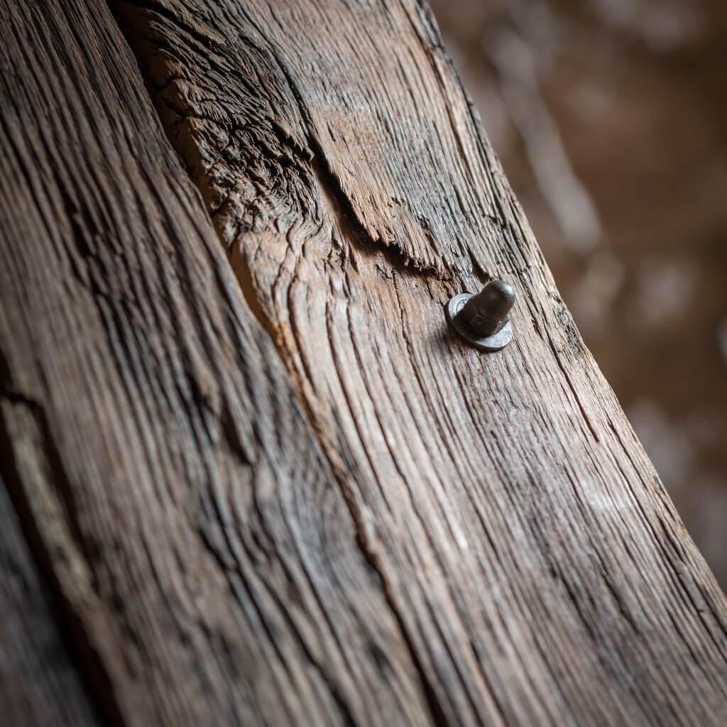 <p>Seduta squadrata in ferro, che prosegue creando con un unico pezzo anche la base del prodotto. Le assi che compongono lo schienale creano un effetto a coda di pavone e sono formate da legno modellato dalla mano dell'imprevidibilità dell'ambiente esterno. Il termine Barrique indica le preziose botti che contengono il vino, fatte di legno pregiato […]</p>