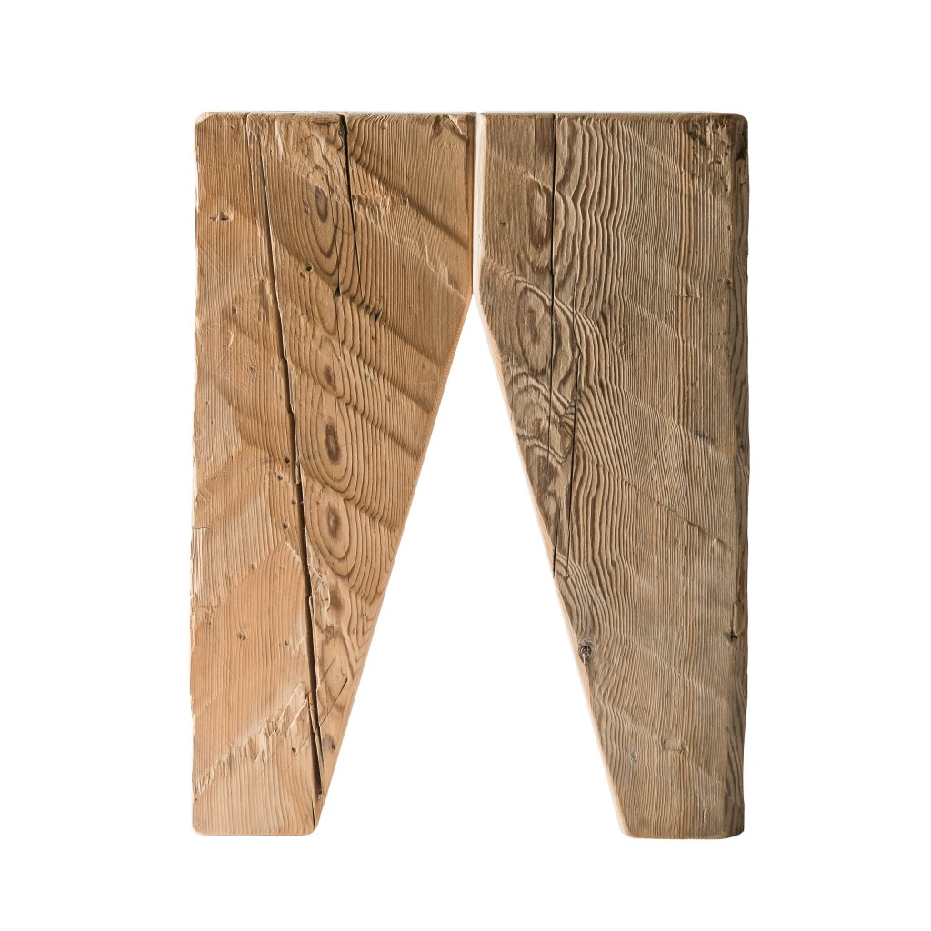 <p>Gli sgabelli e le sedie della line Toulà Traè mantengono la bellezza e la consistenza del legno, mostrandone nodi e venature. Il materiale utilizzato per questo prodotto è ricavato dai vecchi fienili, posti nel retro delle case ampezzane dove veniva stipato e conservato il fieno, lontano dall'umidità. La parola Traè, in dialetto ampezzano, significa travi. [&hellip;]</p>