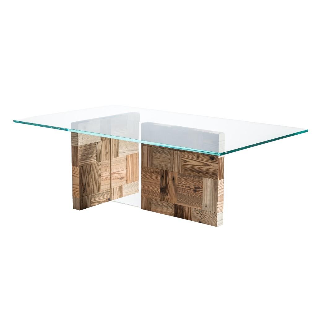 <p>Piano in vetro e gambe formate da quadrati composti da rettangoli in legno pregiato. Il design riproduce le forme del gruppo montuoso Nuvolau, le cui vette sono poste a forma di T. La parola Pestuze, in dialetto ampezzano, significa pezzetti. Abbiamo scelto questo nome perché di fatto tutti gli oggetti di questa linea vengono realizzati […]</p>