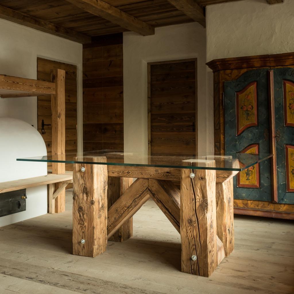 Toulà Table