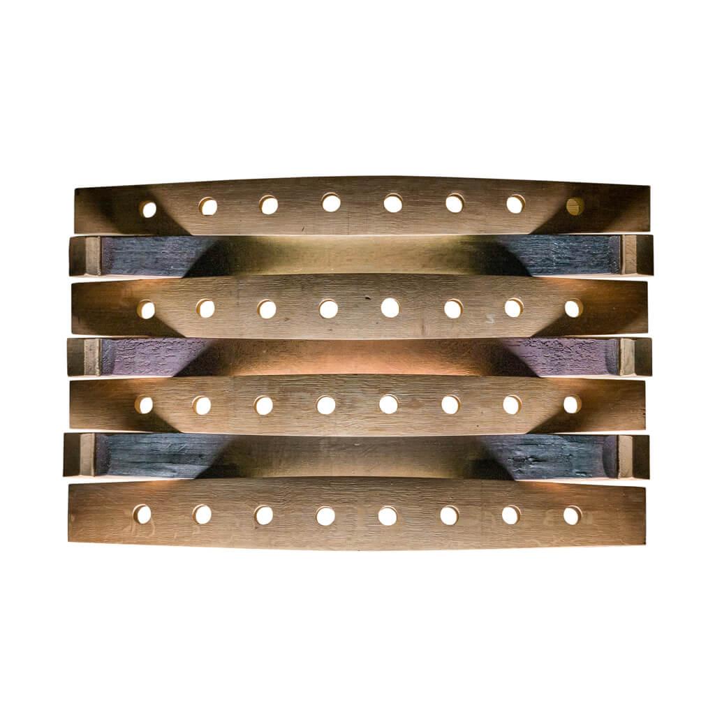 <p>Un prodotto da parete per collezionare le vostre bottiglie preferite arredando la zona living. Il portabottiglie Amarone permette la massima visibilità dell'etichetta ed è l'ideale per esporre con eleganza e stile le migliori bottiglie. Il portabottiglie Amarone è stato creato utilizzando le botti in legno costituite a loro volta da pregiate doghe curvate e assemblate […]</p>