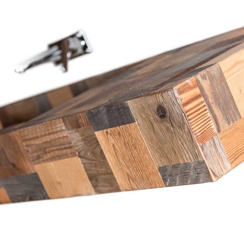<p>Il lavandino Ru del Forame ha linee leggere, pure e minimaliste che generano un&#8217;eleganza senza peso. I colori natualmente caldi del legno danno all'oggetto un&#8217;espressione più morbida. L&#8217;acqua che scorre sul lavandino della linea Pestuze è capace di trasportarvi in una dimensione di serenità naturale.</p>